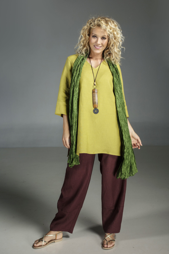 "Linden green flax linen INDIE Tunic worn over a linen ""Bulle"" pants mahogany brown color Looks"