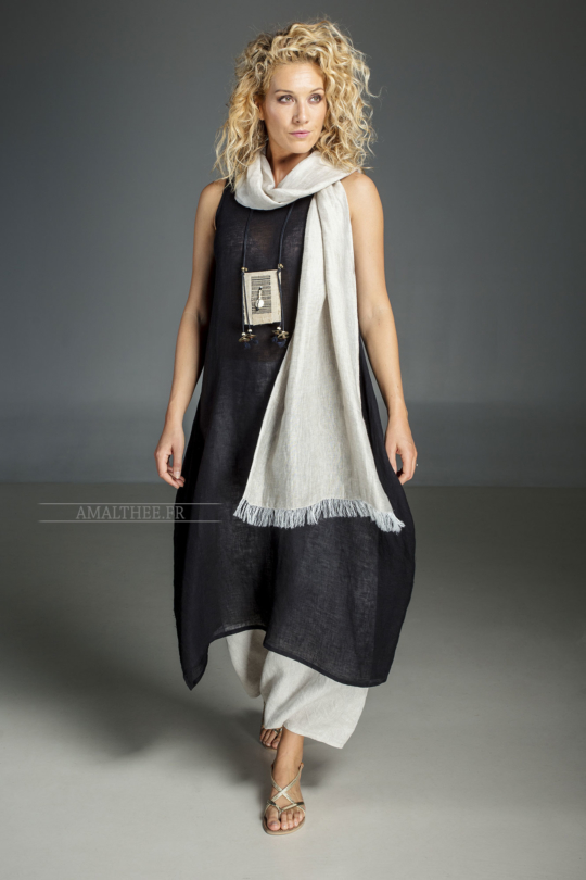 Outfit : match the black linen gauze LILI TUNIC with our oatmeal linen sarouel skirt and a natural colour linen  scarf Looks