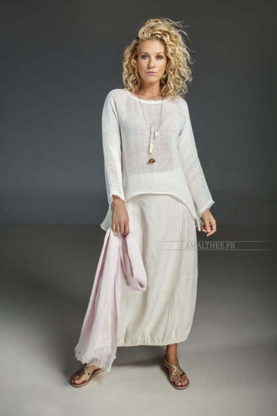 Casual loose fit elegance : white knit linen top Joker match perfectly with our  stonewashed light pink linen skirt Zoé Looks