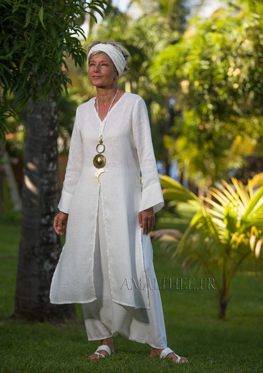 Side-slit white linen  Tunic with long sleeves Looks