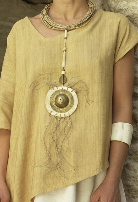 Necklace: pendant made of bone and hammered brass, ethnics beads, rush string and linen string Jewellery