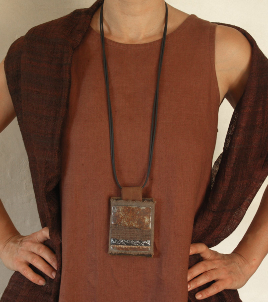 Long pendant necklace with linen and oxydized iron Jewellery