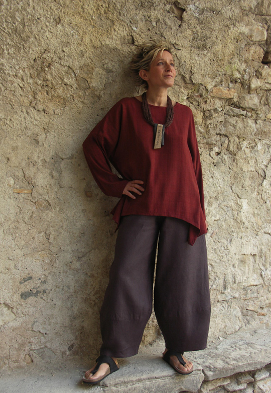 Top unstructured  for women made of raw silk dark red color. Looks