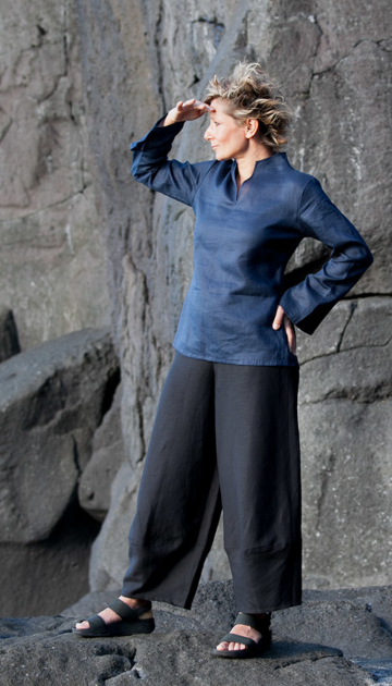 Indigo linen blouse  Flax  with   black linen pants Looks