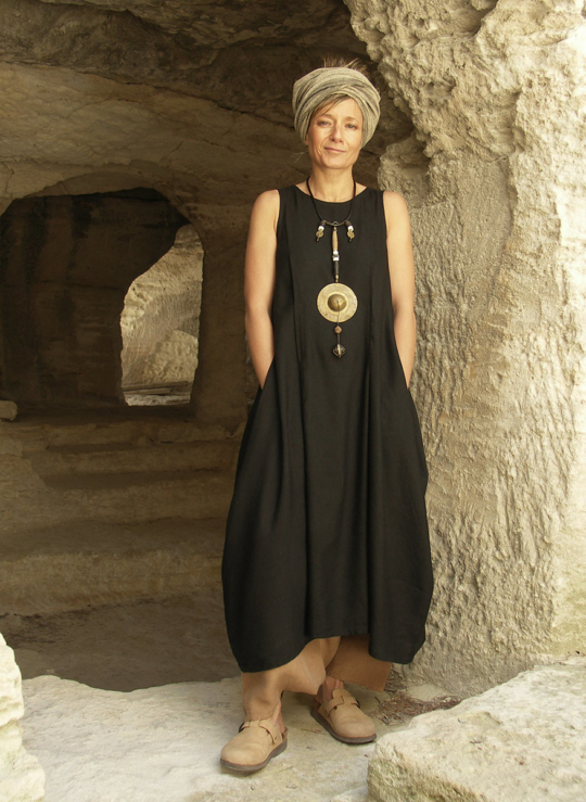 Long black dress made of mixte linen Looks