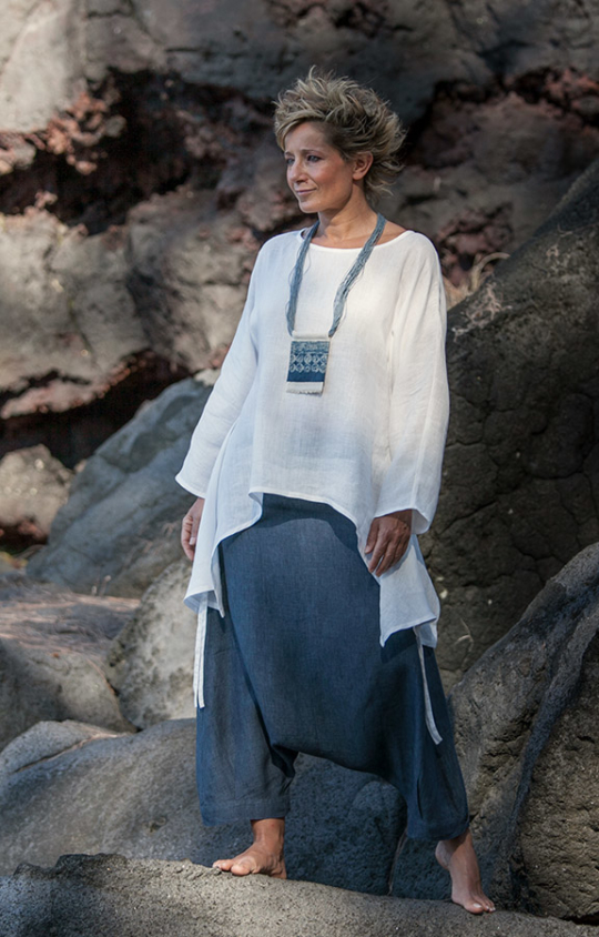 Women apparel: loose fit white fine linen top with a denim blue chambray linen harem pants (sarouel) Looks
