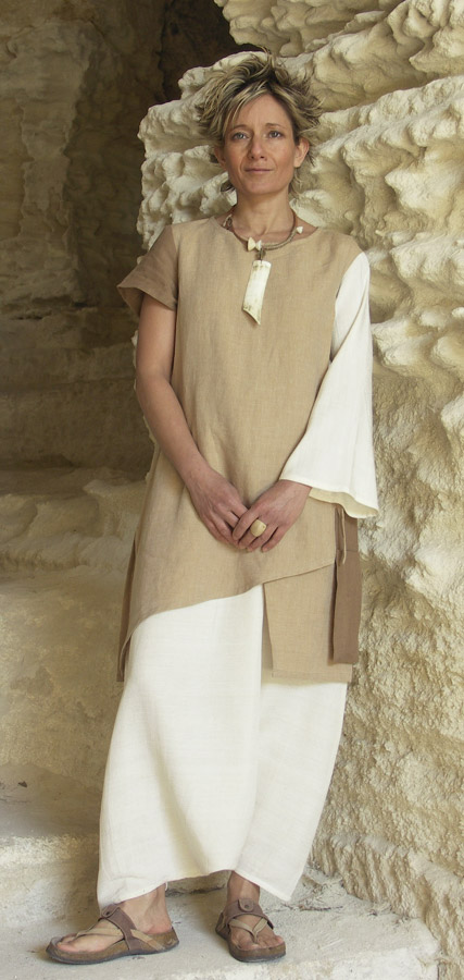 Asymetric tunic in beige and brown linen Looks