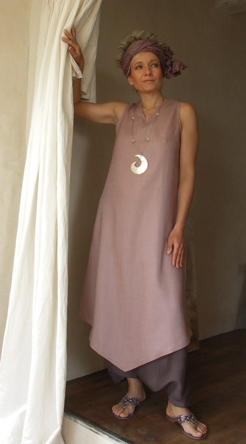 linen tunic with a harem pants in shantung silk Looks