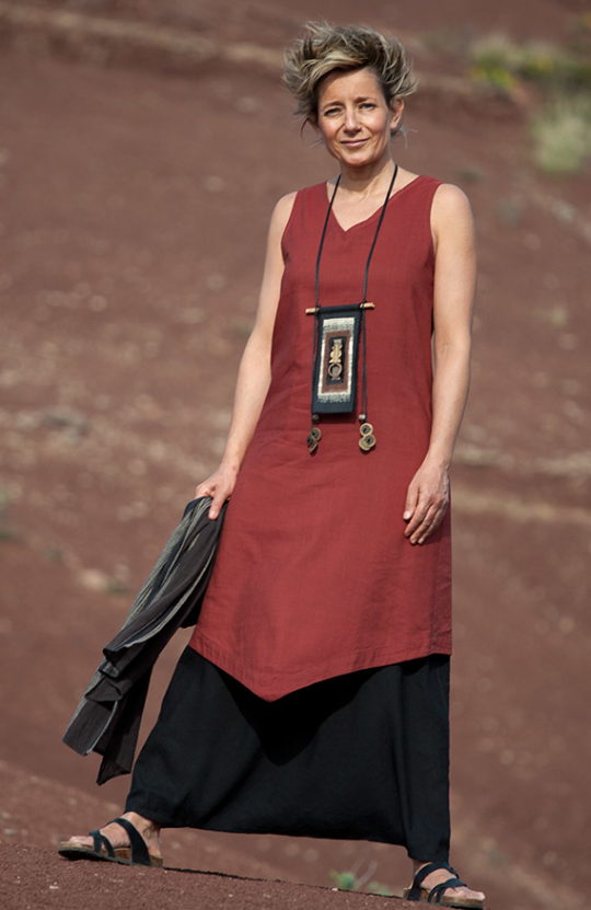 Silk and linen women clothin: Red  tunic and black sarouel skirt Looks