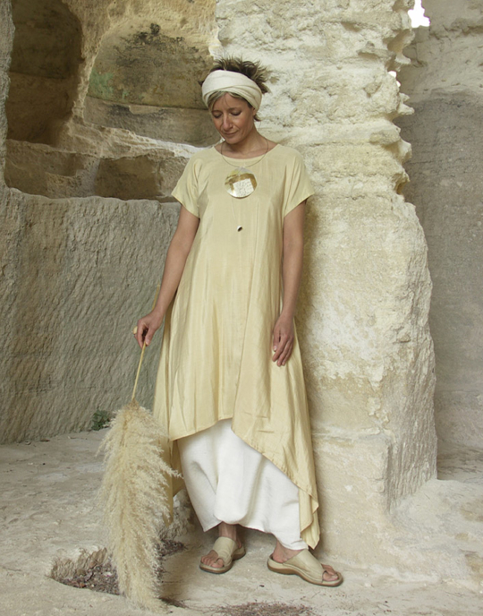 Tunic made of shantoung silk 'straw' color. Looks