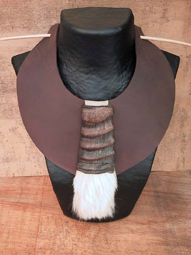 Tribal spirit for this plastron made of leather and horn Jewellery