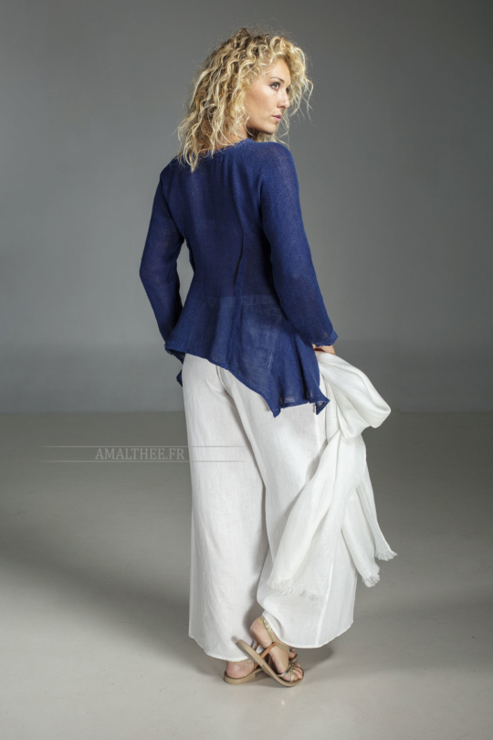 Blue indigo  knit linen top worn over our white linen Baba  pants Looks Spring summer