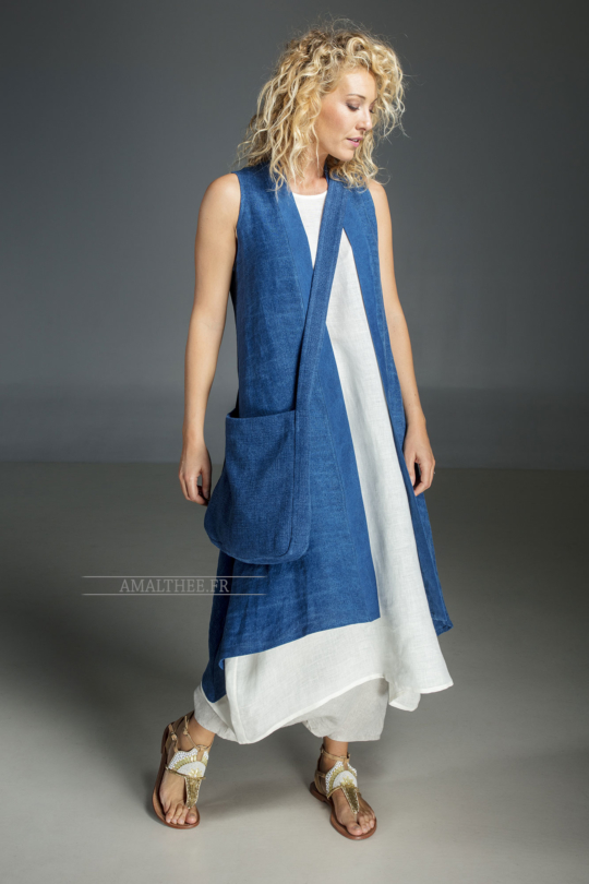 Long blue Indigo summer linen vest and white linen tunic Looks