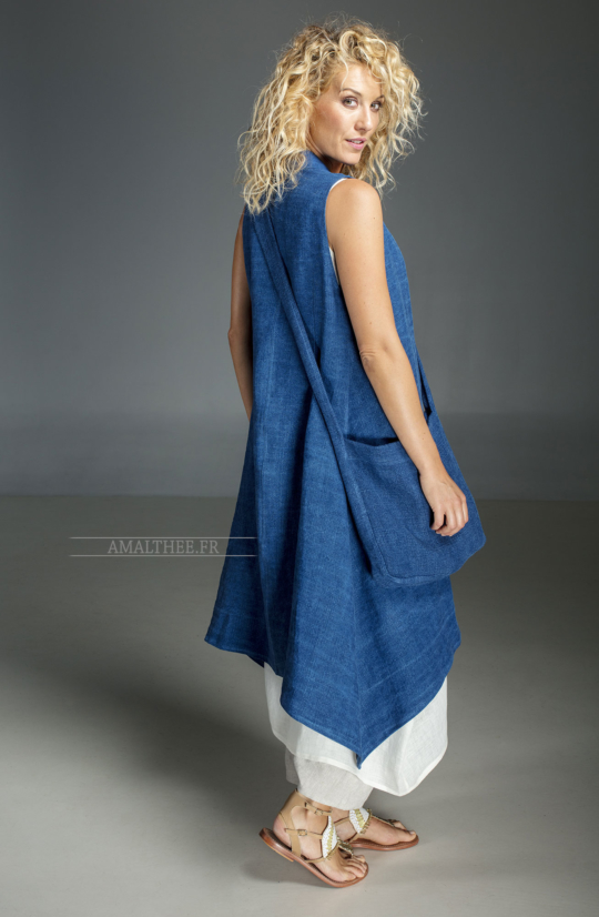 Long blue Indigo summer linen vest and white linen tunic Looks Spring summer
