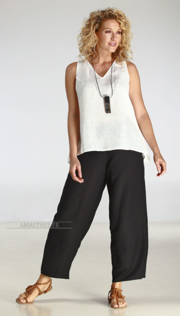 Black wide legs linen trousers with white linen gauze top Looks