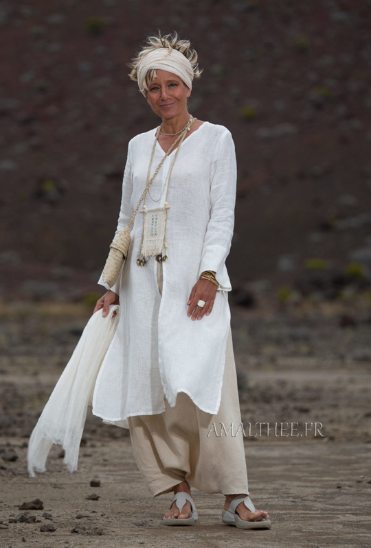 White linen side slit summer tunic with long sleeves and sarouel skirt Looks Spring summer