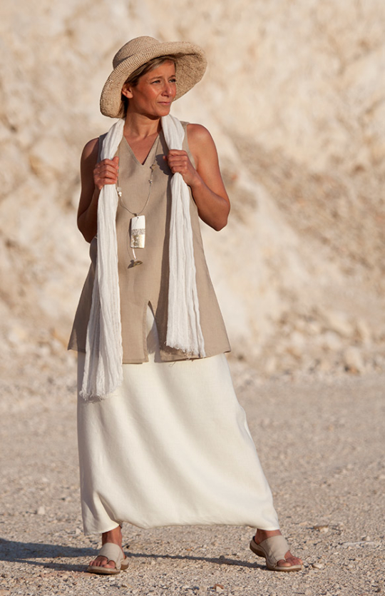 Off white linen sarouel-skirt and beige tunic Looks Spring summer