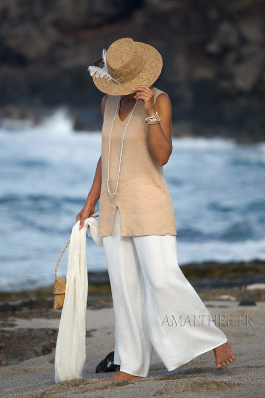 Flax linen summer outfit: beige top and white flare pants Looks