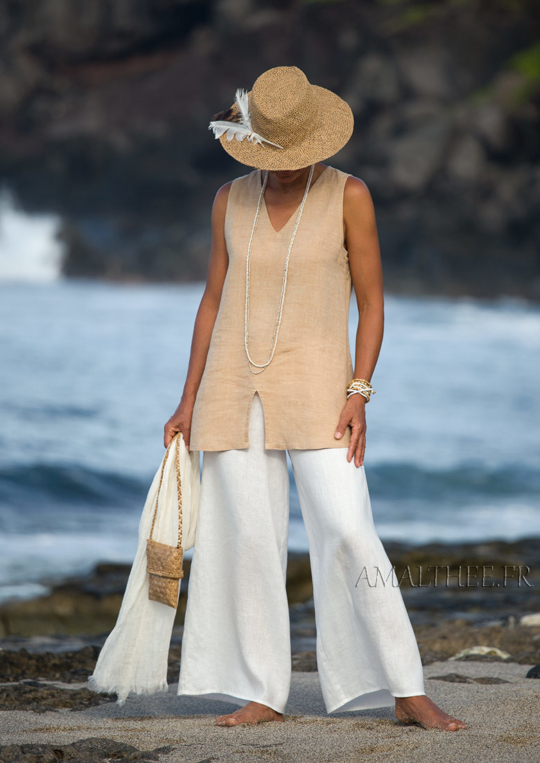 Flax linen summer outfit: beige top and white flare pants Looks Spring summer