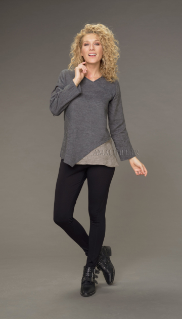 Two-tone Camille top in stone gray / taupe chambray linen with black jeggings Looks Winter autumn