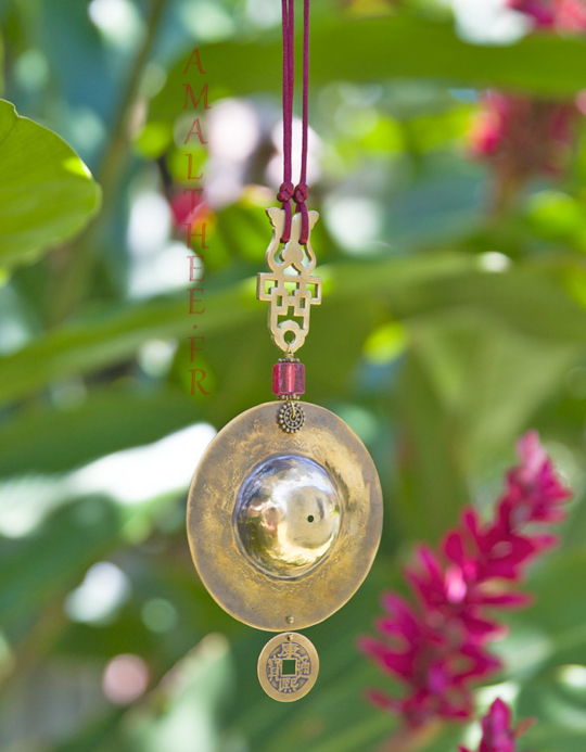 Oriental jewelry: Golden brass pendant with colored glass bead Jewellery