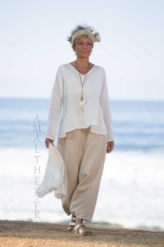 Natural white linen gauze tunic Dana  flared on the hips and V necklin Looks