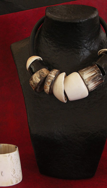 Spectacular ethnic necklacemade of horn and shells of Mauritania Jewellery