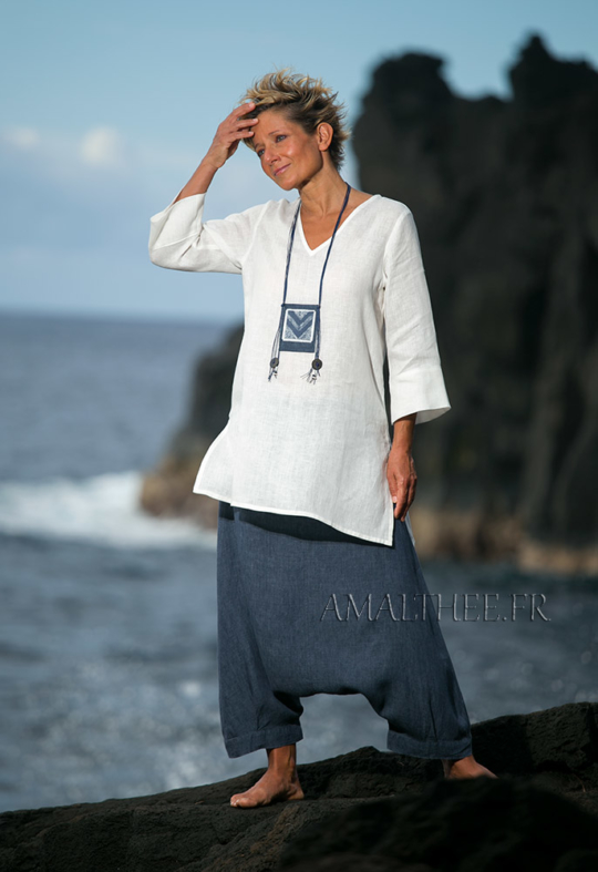 Women apparel: loose fit white fine linen top with a denim blue chambray linen harem pants (sarouel) Looks Spring summer