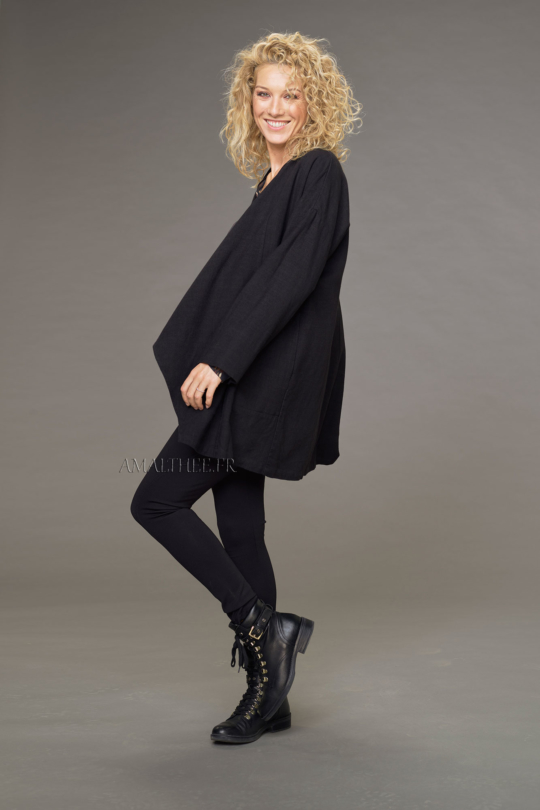 Lise coat in black wool linen with drape on the front with the unstructured Alaya tunic and black jeggings Looks Winter autumn