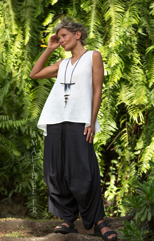 Loose fit black linen pants with drape legs Looks Spring summer