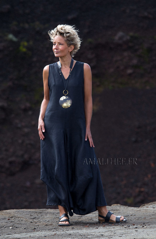 Long black linen dress perfect for summertime Looks