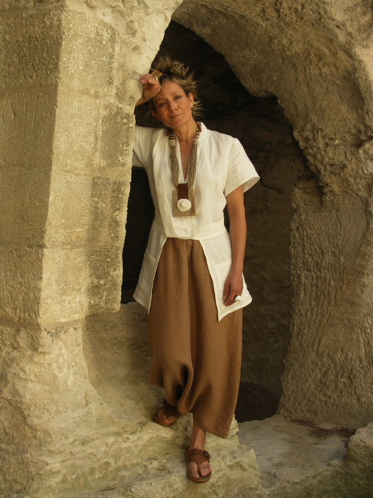 white linen jacket 'saharienne' and brown sarouelOther picture with a trouser same color or a beige sarouel Looks