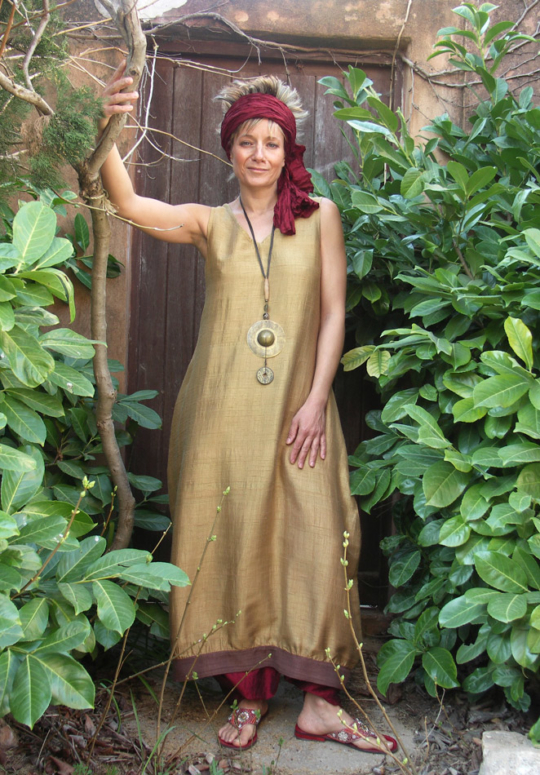 Dress / tunic in pure silk shantung bronze color. Looks