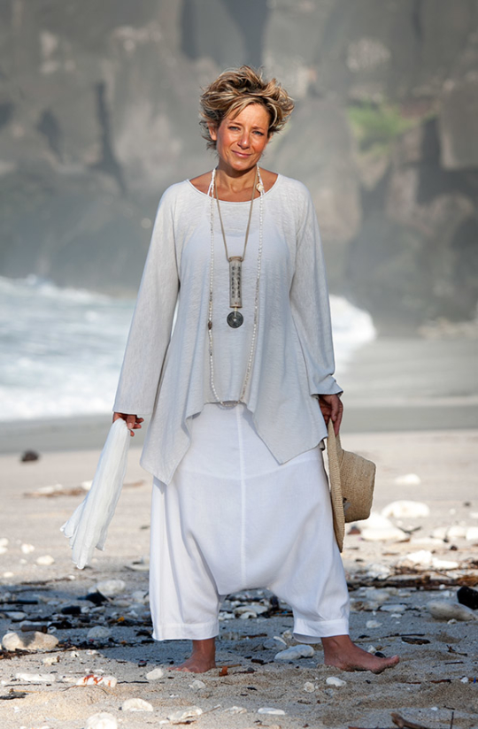 """Women's apparel: loose fit jersey Top """"Nuage""""  worn over the white  """"Adrien"""" harem pants Looks Spring summer"""