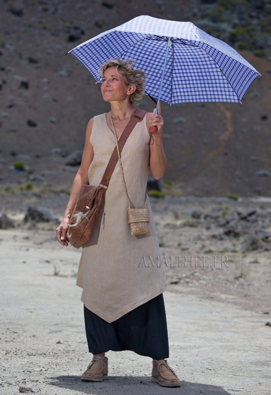 Summer outfit: beige linen flax long tunic with black sarouel Looks Spring summer
