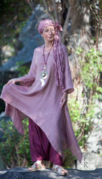 Rosewood and raspberry for this linen outfit… 0ur loose fit linen gauze Elke tunic makes a fruity mix with our sarouel skirt… Looks Spring summer