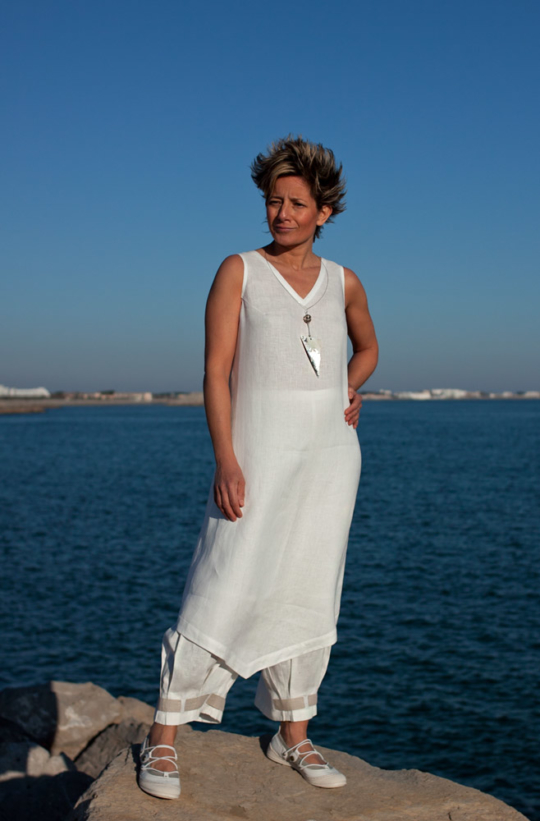 Set of white linen:Tunic and 3/4 pants [category]