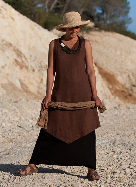 Chocolate brown linen tunic and black linen sarouel-skirt Looks