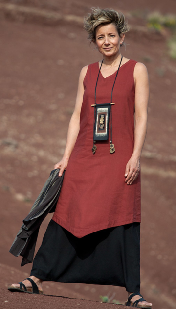 Silk and linen women clothin: Red  tunic and black sarouel skirt Looks Spring summer
