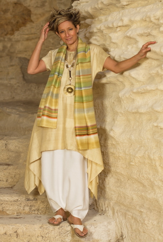 Golden Shantung tunic and sarouel-skirt, beaded jewelry Looks