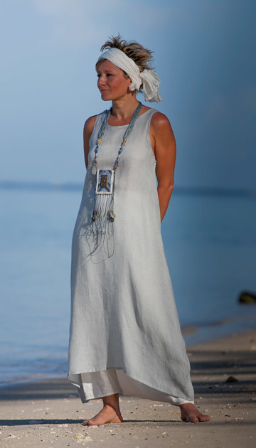 Blue linen gauze tunic with an off white harem-pant Looks