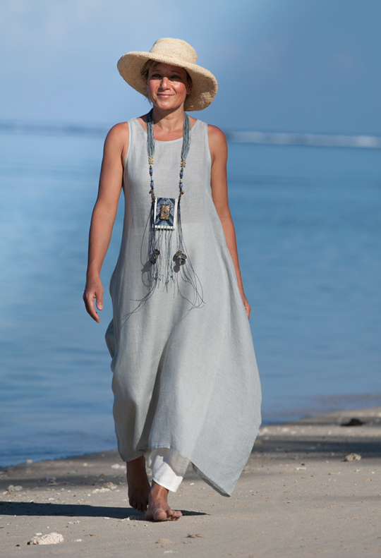 Blue linen gauze tunic with an off white harem-pant Looks Spring summer