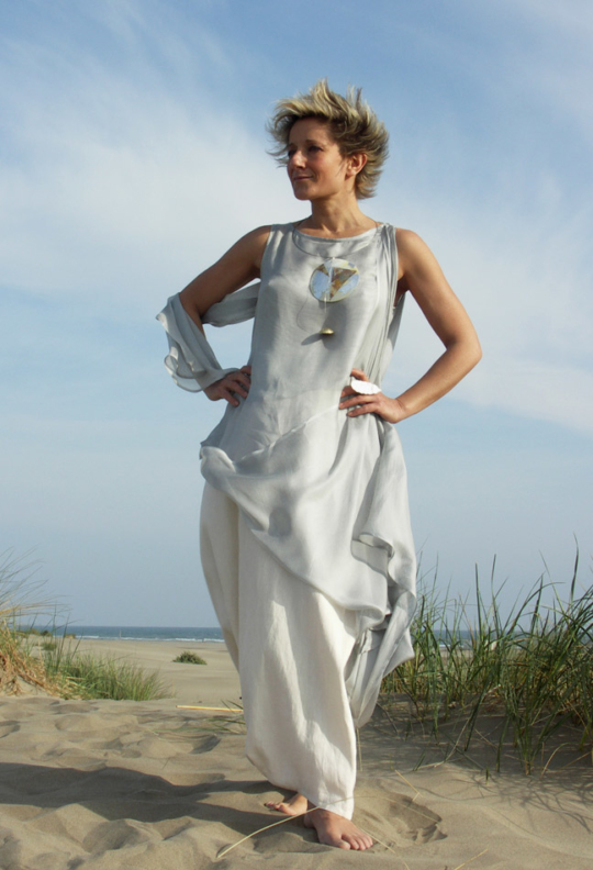 Tunic 'Roma' double veil of pastel blue silk worn over  a linen skirt sarouel Looks