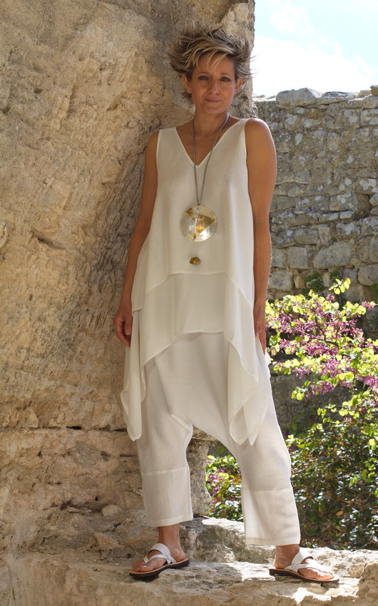 white loose fit layered silk top with linen harem pants Looks Spring summer