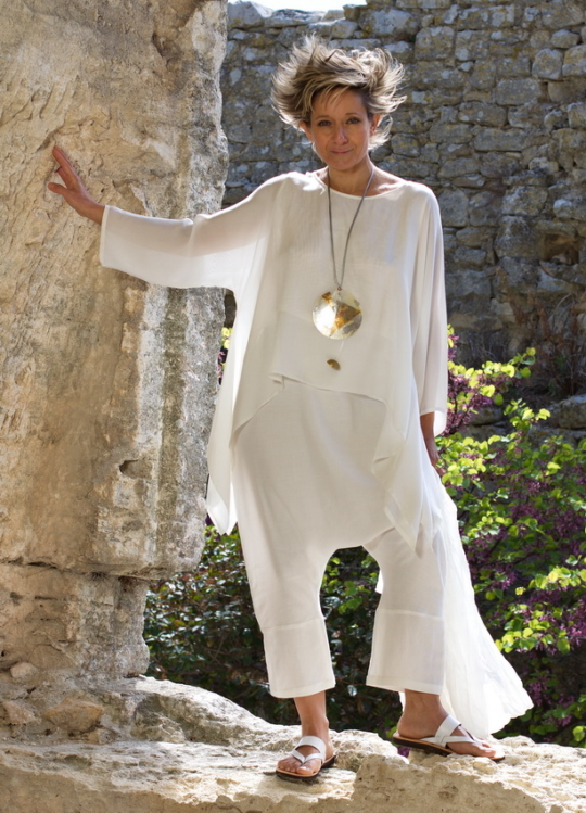 loose fit top made of white silk veil  white linen / viscose harem pants Looks Spring summer